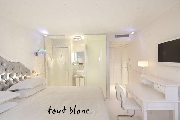 Hotel-original chambre blanche