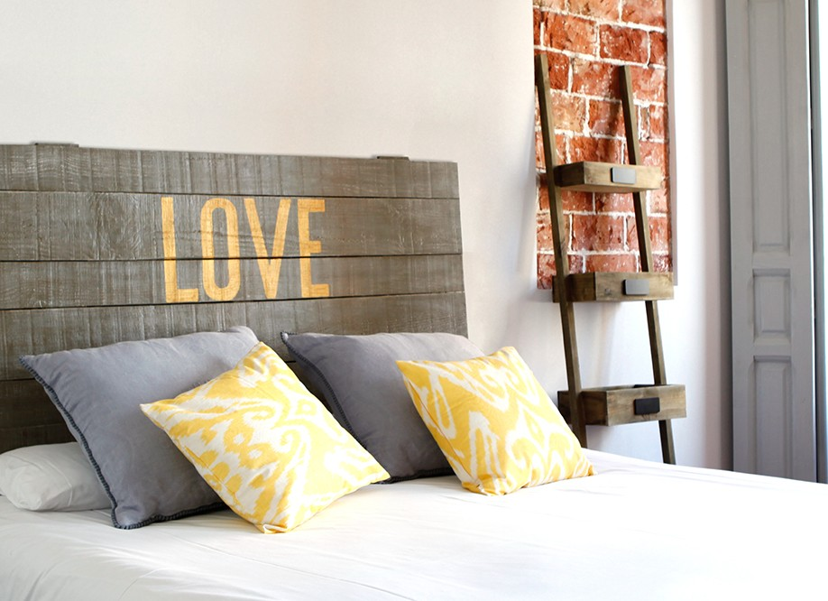 T te de lit en bois brut natural love pictures to pin on - Tete de lit en planche de bois ...