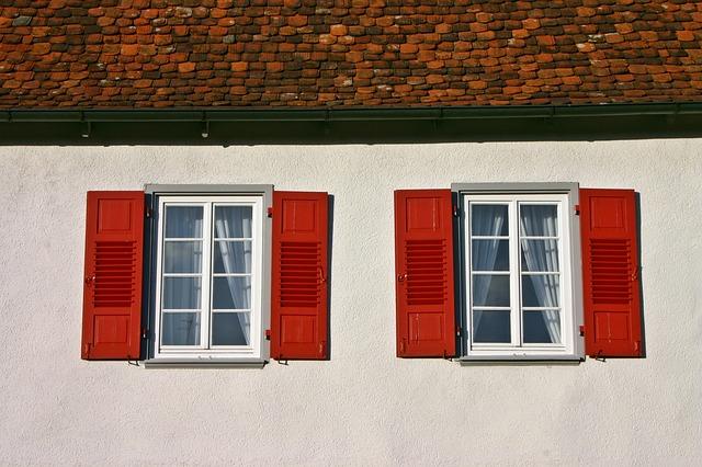 window-2021125_640