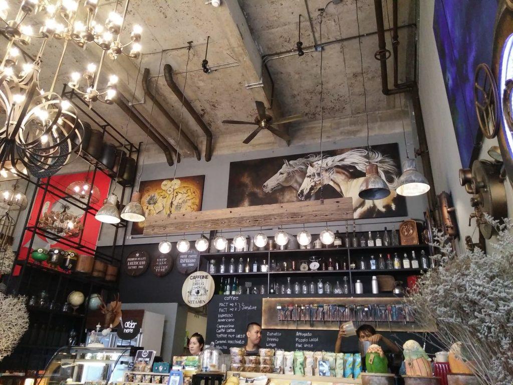 un cafe au decor chic